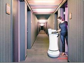 酒店机器人行业未来发展潜力巨大 可提供自助续住、退房、机器人送物/餐等多项服务。